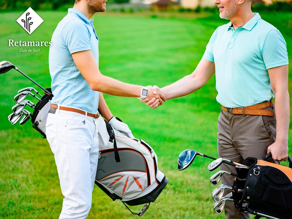 Dicks luciendo un buen club de golf