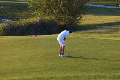 golfista en el green